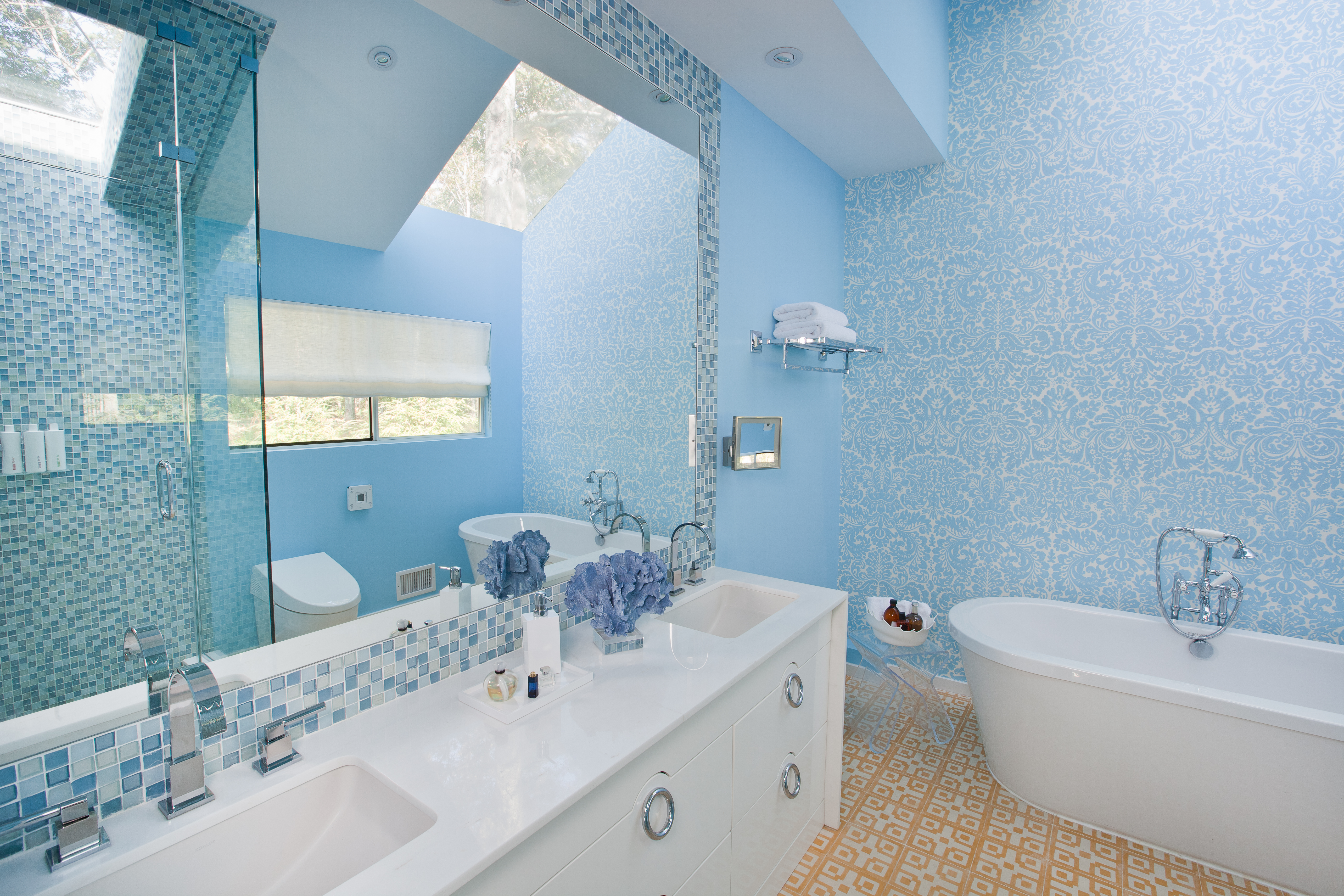 The perfect place for a glamorous soak in the tub!