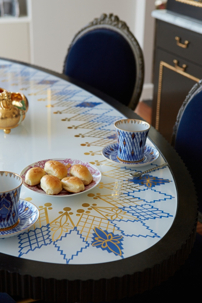 Verre Eglomise tabletop, inspired by a Russian fine China pattern, and designed by Guillaume Gentet